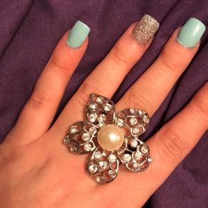 💎DIAMOND💎 flower ring with pearl in center
